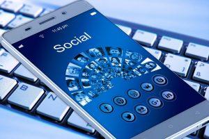 Pisanje besedil in vodenje facebook strani